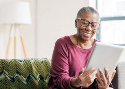 7 In 10 Canadians Aged 65 And Over Feel Confident About Technology Use And 86% Are Online Daily